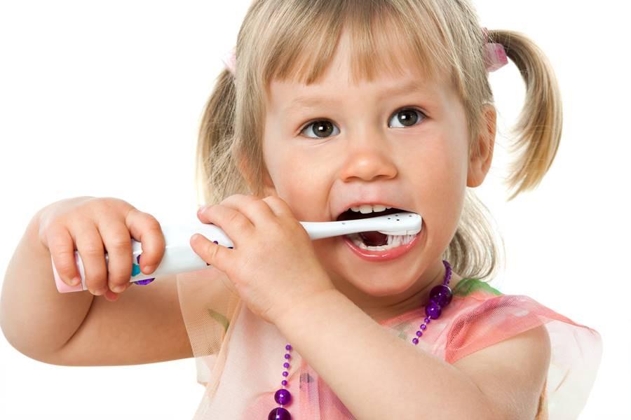 تنظيف الأسنان بعد السنتين
