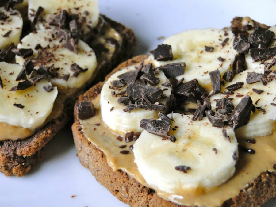 وصفات بالتوست - توست الموز بالشوكولاتة الداكنة