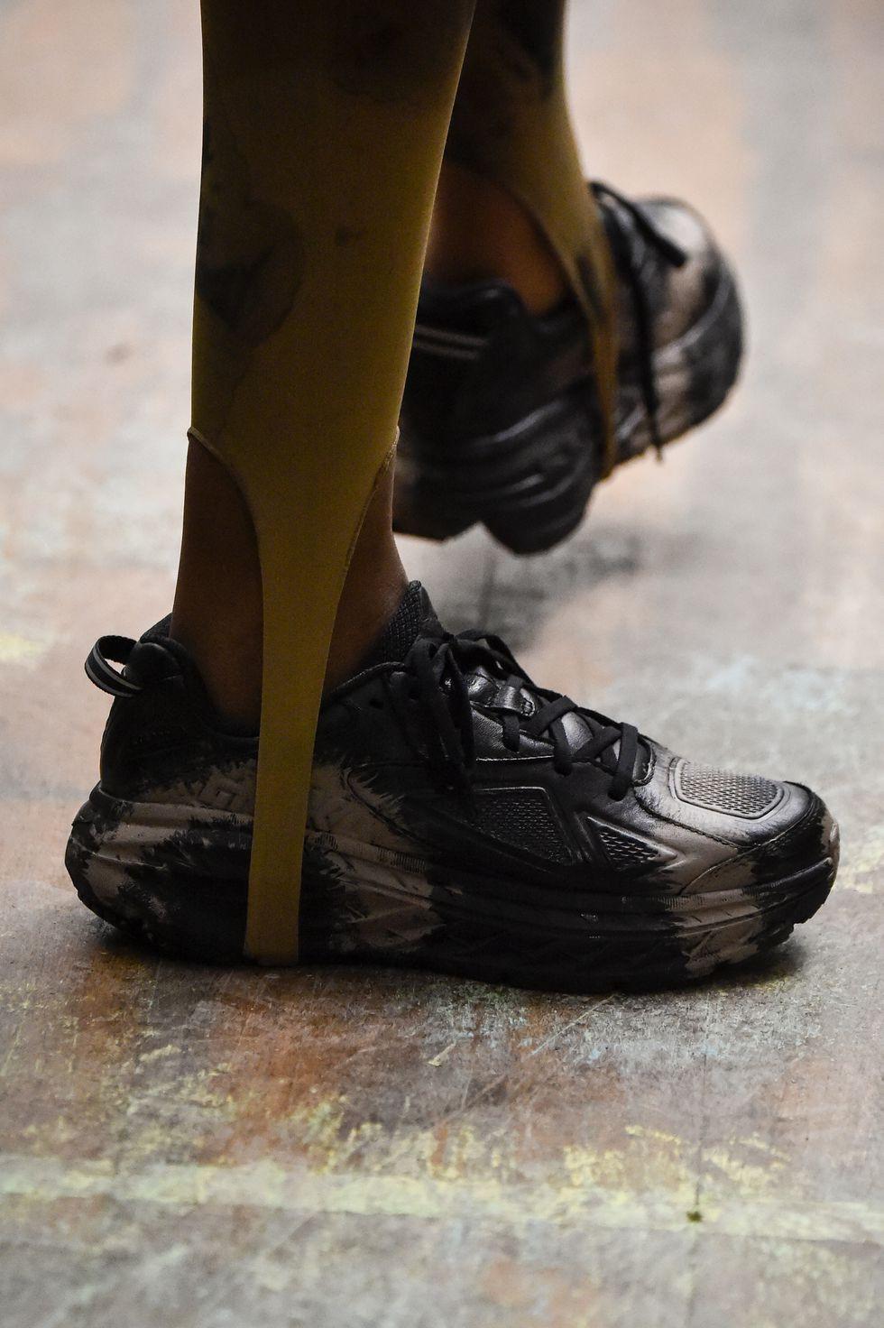 أسبوع الموضة في نيويورك - حذاء رياضي