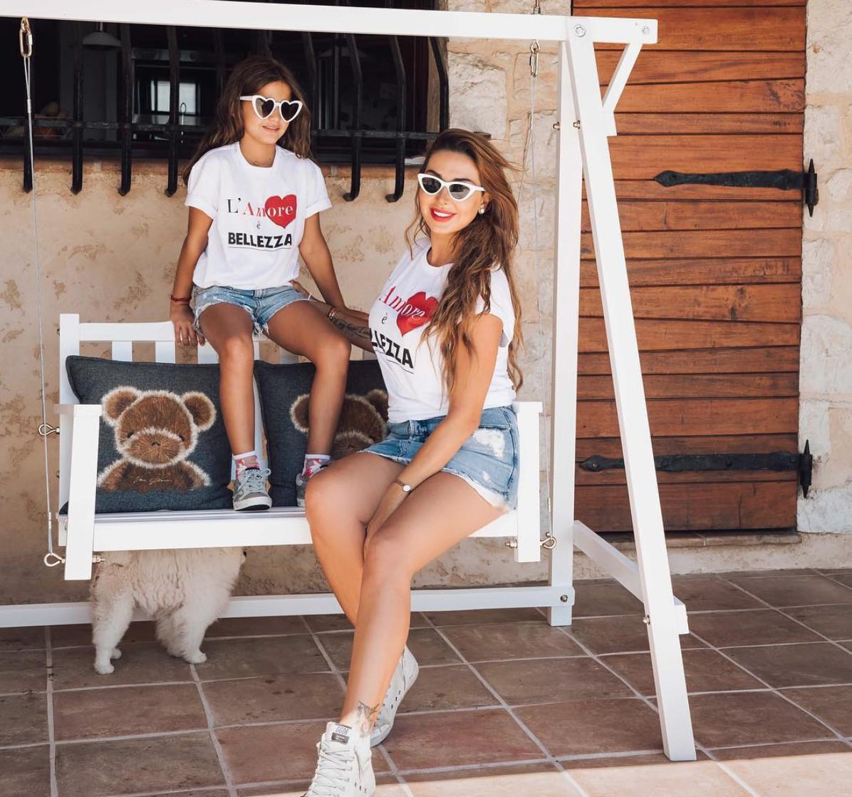 جويل وابنتها ٢