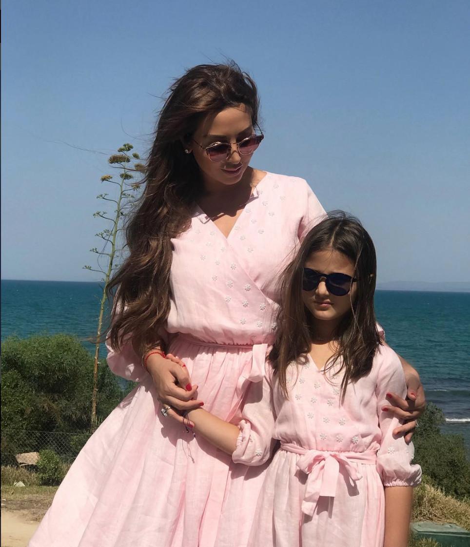 جويل وابنتها ٤