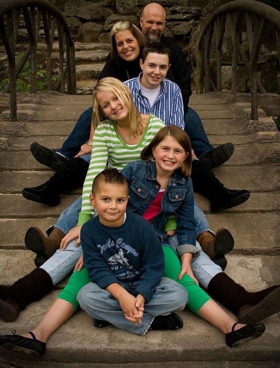 أفكار للصور العائلية - الطفل مع الجد والجدة