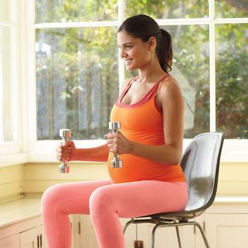 تمارين رياضية للحامل - تمرين للذراعين والكتفين