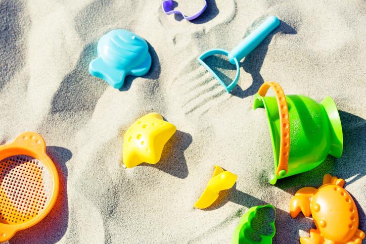احتياجات الطفل الرضيع في المصيف - ألعاب البحر