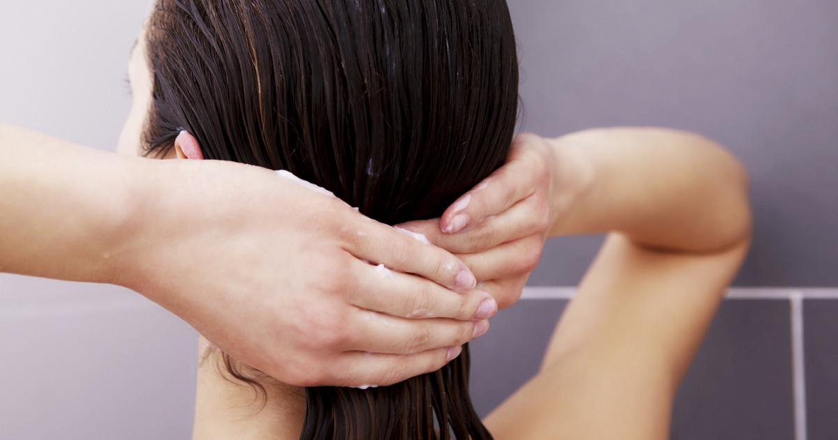 أفضل طريقة لغسل الشعر 4