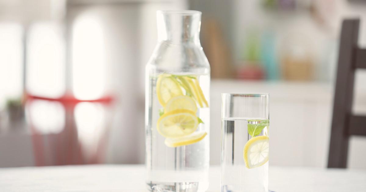 الزجاجات المصنوعة من الزجاج بدلًا من البلاستيك