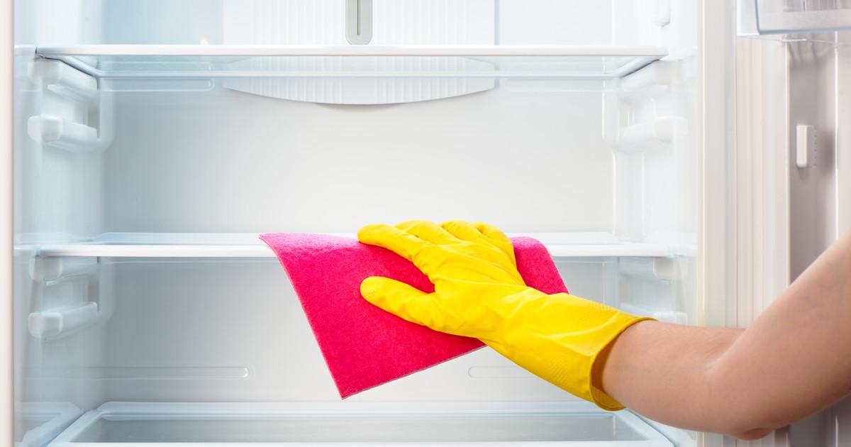 تنظيف الثلاجة بالماء والخل