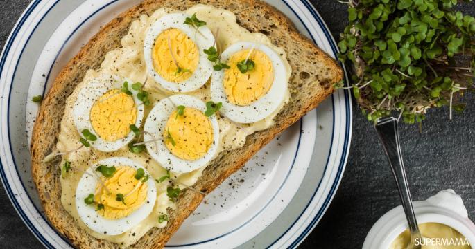 طريقة عمل ساندويش البيض المسلوق