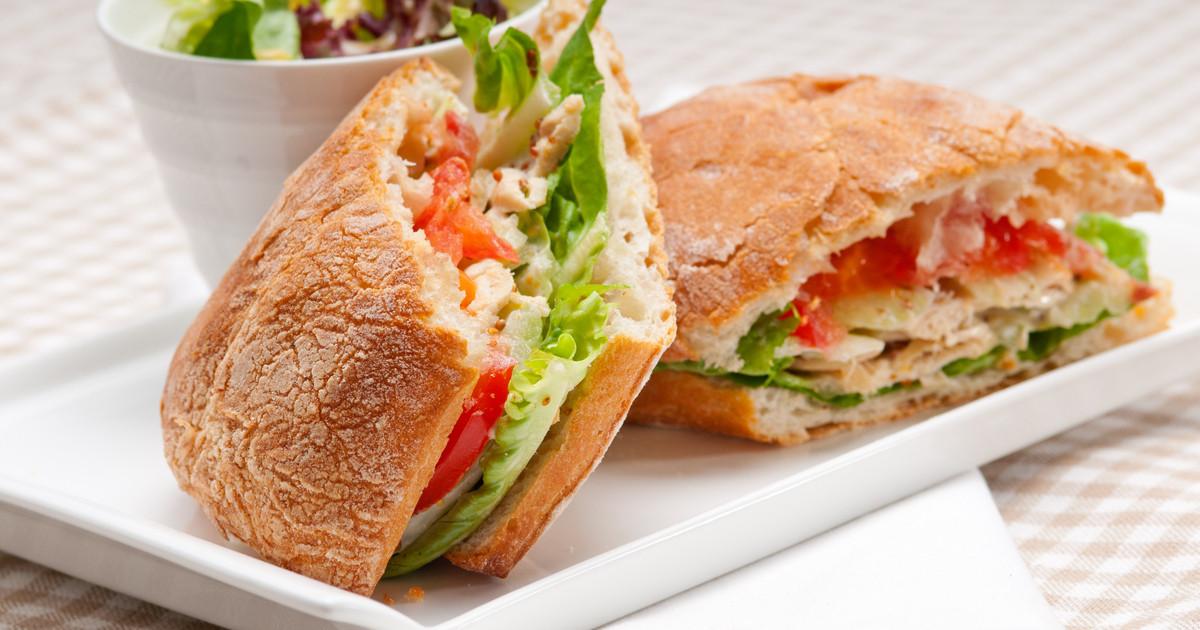 خبز محشو بالجبنة الفيتا والخضروات