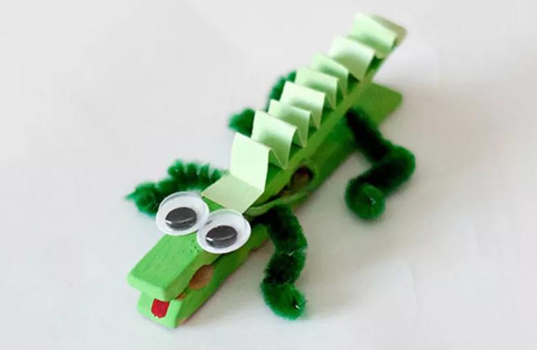 تمساح من مشابك الغسيلِ