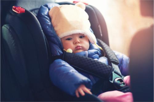 الملابس المناسبة لتدفئة الرضيع في السيارة