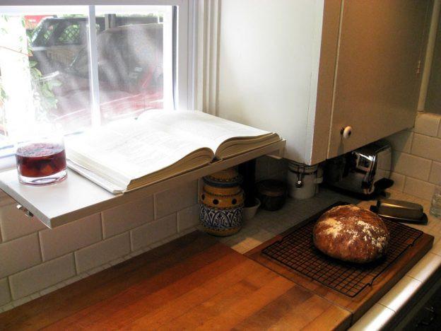 أفكار مطابخ صغيرة - رف أسفل النافذة