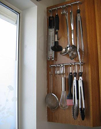 أفكار مطابخ صغيرة - تعليق أدوات الطبخ