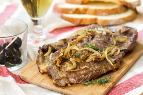 وصفات لشرائح اللحم - طريقة عمل شرائح اللحم بالبصل