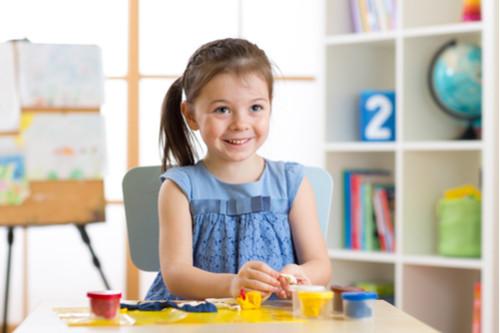 كيفية التعامل مع الطفل كثير الحركة - الصلصال