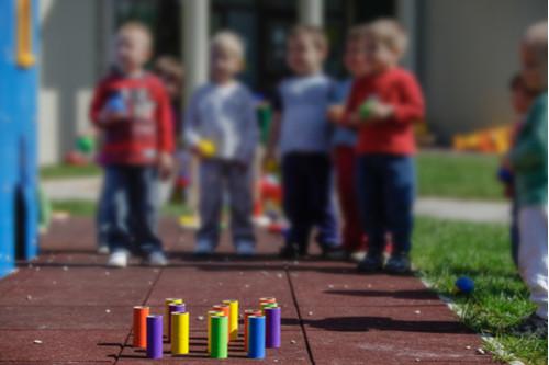 كيفية التعامل مع الطفل كثير الحركة - الأنبوب