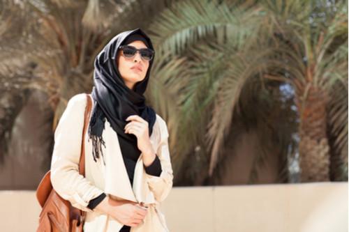 لفة الحجاب حسب الوجه - لفات الحجاب المناسبة للوجه الممتلئ