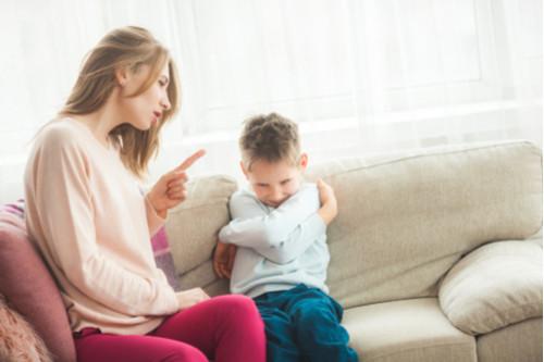 عبارات سلبية للأطفال - أسلوب التهديد مع الطفل