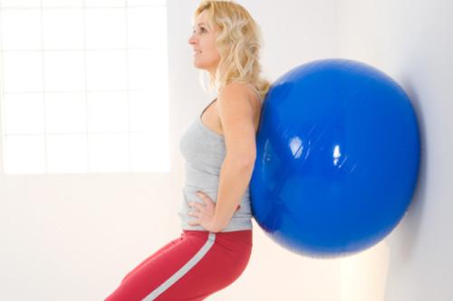 تمارين رياضية بالكرة - تمرين السكوات