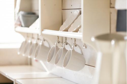 ترتيب المطبخ الصغير - قاعدة الخزانات المعلقة
