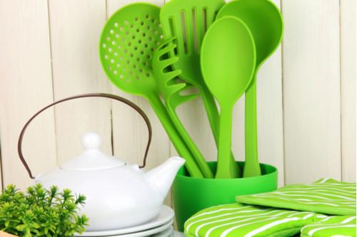 أفكار لترتيب المطبخ - حولي مناشف المطبخ إلى قطع ديكور رائعة