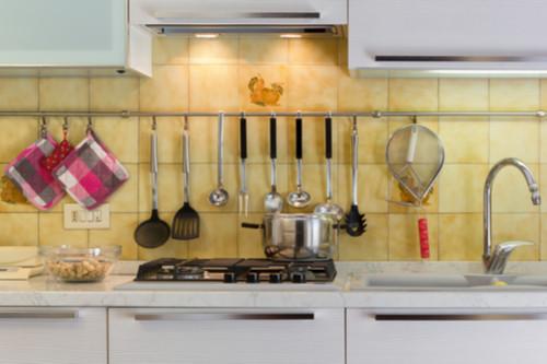 أفكار لترتيب المطبخ - استعيني بحامل حوض مطبخ