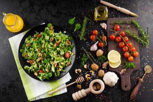 أكلات سعودية شهيرة - طريقة عمل سلطة خضراء بالصوص على طريقة هرفي
