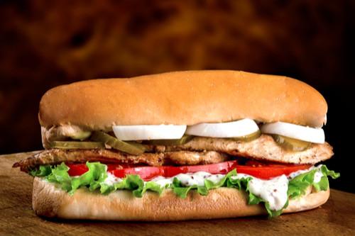 أكلات سعودية شهيرة - طريقة عمل ساندوتش دجاج كودو
