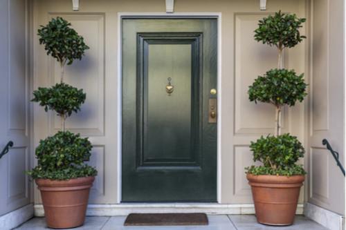 تجديد ديكور المنزل - الاهتمام بباب المنزل