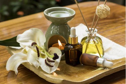 تجديد ديكور المنزل - ترتيب الزيوت العطرية