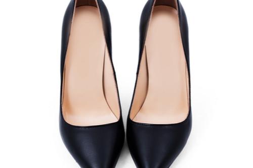 ملابس مناسبة للفتاة القصيرة - الحذاء ذو الطرف الرفيع