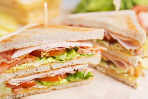 ساندوتشات الجبن للأطفال - طريقة عمل الكلوب ساندوتش