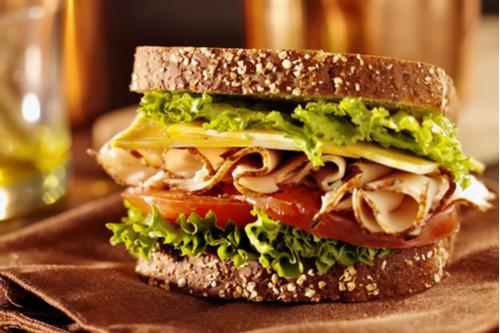ساندوتشات الجبن للأطفال - طريقة عمل ساندوتش الجبن والسلامي أو التركي المدخن