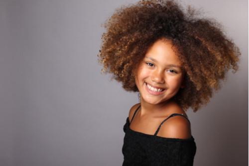 تسريحات شعر للأطفال - الشعر الكيرلي