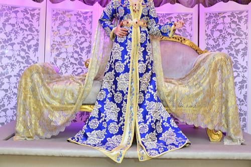 ملابس رمضانية - عباءة بيج في أزرق