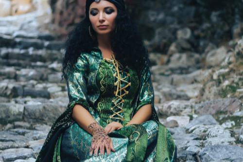 ملابس رمضانية - عباءة خضراء