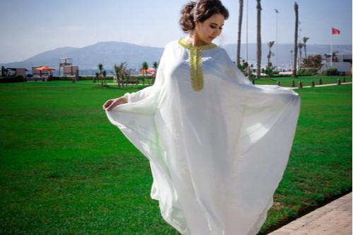 ملابس رمضانية - عباءة بيضاء