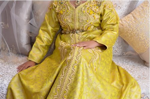 ملابس رمضانية - عباءة صفراء