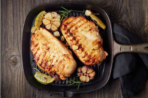 أكلات صحية سريعة - طريقة عمل صدور الدجاج المشوية