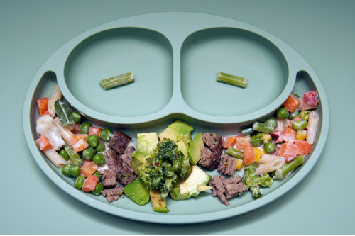 الفطام التلقائي للطفل - خضروات وقطع لحم