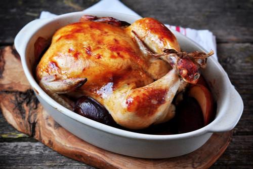 وصفات المشمش والبرقوق - طريقة عمل الدجاج بالبرقوق في الفرن