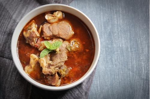 لحم النيفا - شوربة لحم الماعز بزبدة الفول السوداني