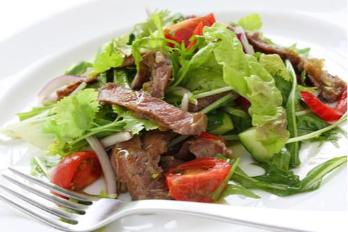 لحم النيفا - سلطة ستيك الماعز