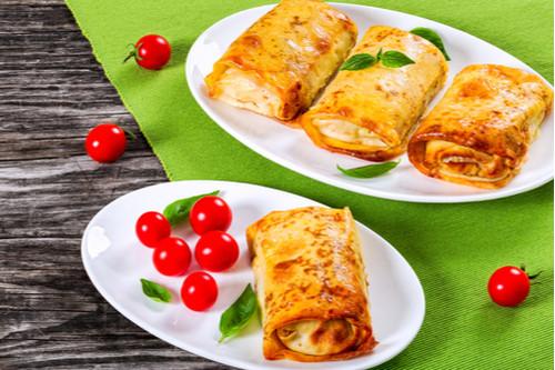 طريقة عمل البيتزا - طريقة عمل فطائر السجق أو السوسيس بعجينة البيتزا