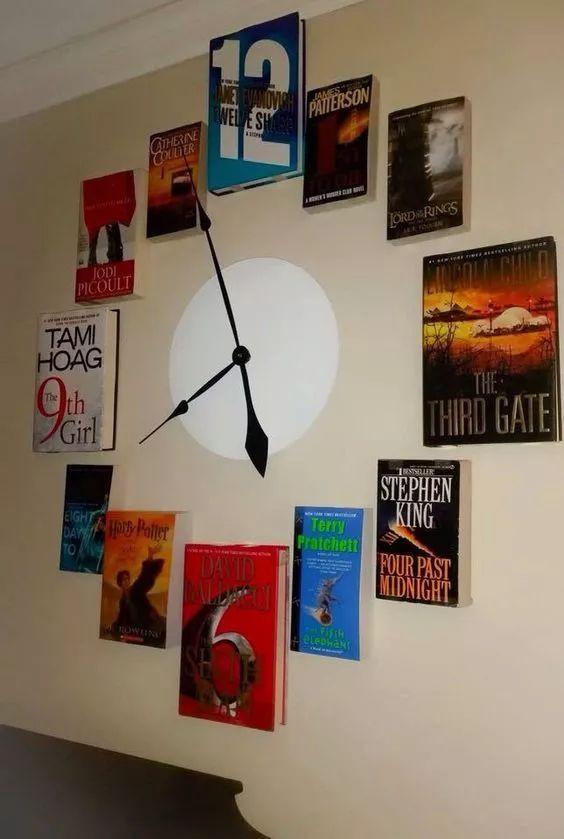أفكار ديكور منزلية - ساعة حائط من الكتب