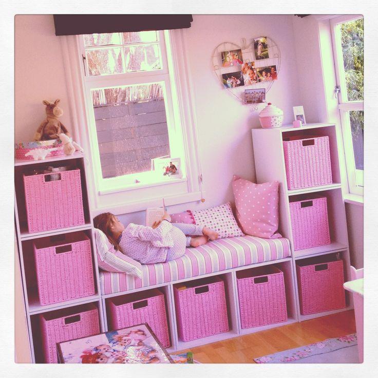 أفكار لغرف الأطفال - وحدات للتخزين ومقعد للجلوس للغرف