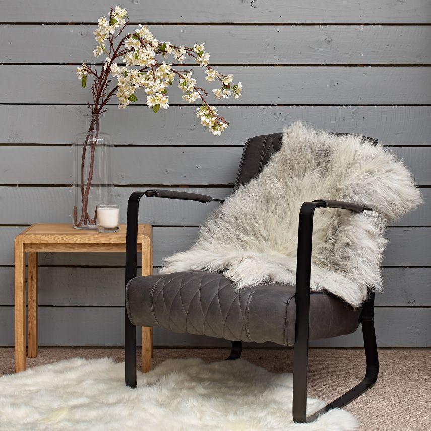 استخدام الفرو في الديكور - غطاء كرسي من الفرو