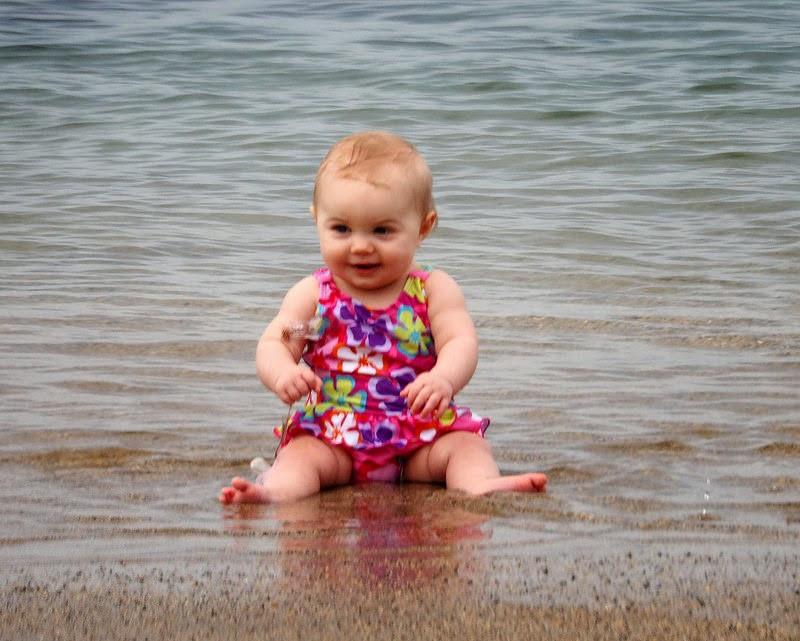 البوم ذكريات المولود - زيارة الطفل للشاطئ