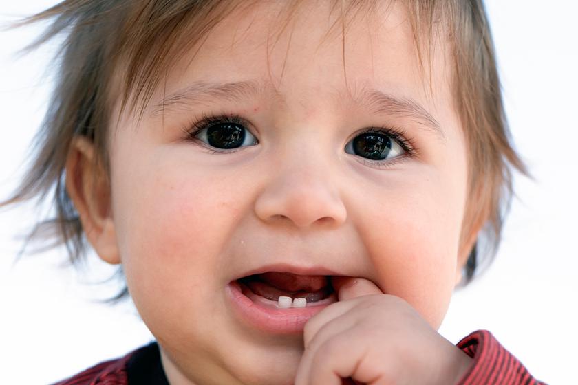 ألبوم ذكريات المولود - ظهور أول سن للطفل