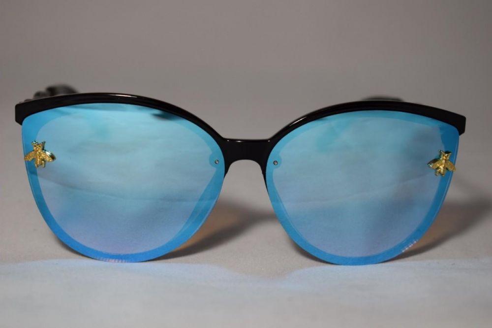 محتويات حقيبة اليد في الصيف - نظارة شمس
